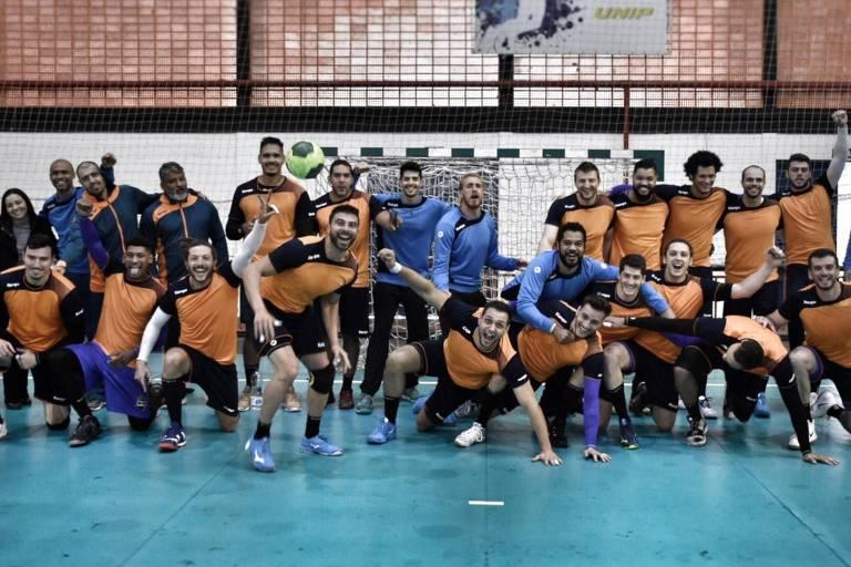 Seleção brasileira de handebol masculino após encerrar sua preparação para os Jogos Pan-Americanos de Lima, no Peru