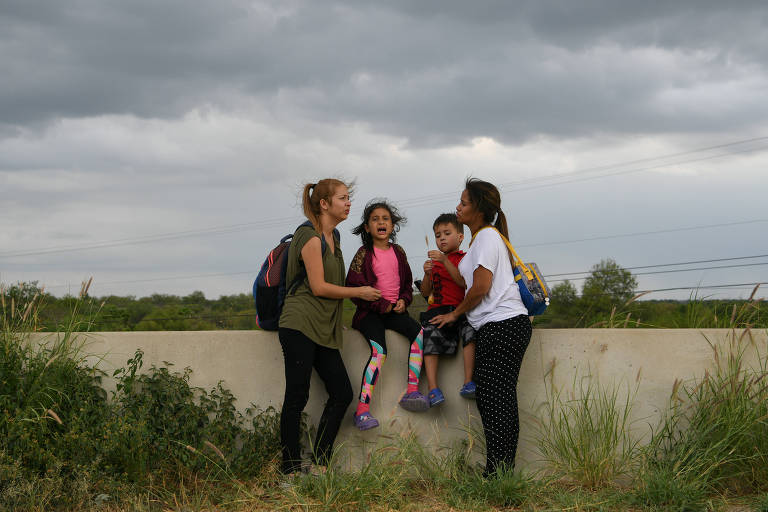 Migrantes próximo à região de Mission, no estado do Texas