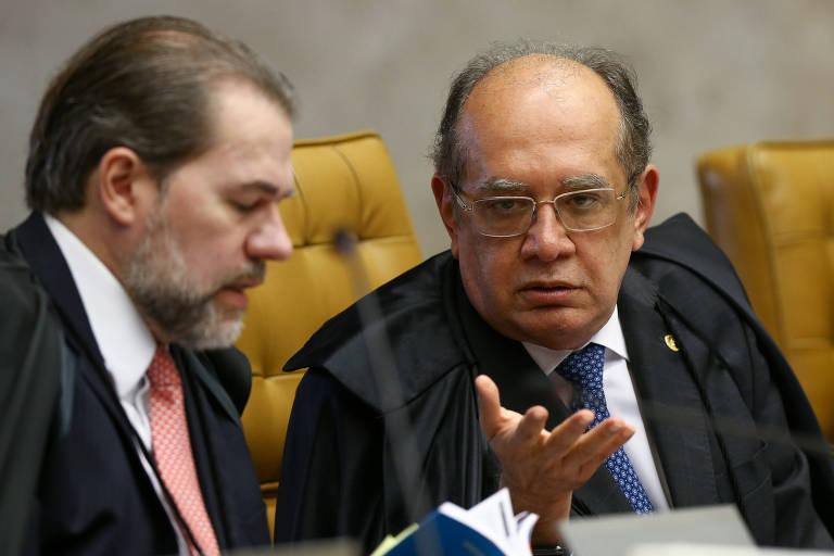 Os ministros Dias Toffoli e Gilmar Mendes, em sessão plenária do STF, em 2017