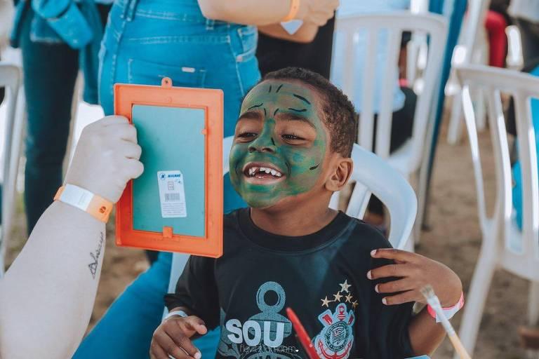 Além de hambúrgueres, o projeto conta com atividades recreativas realizadas pelos voluntários em comunidades do Brasil e América Latina