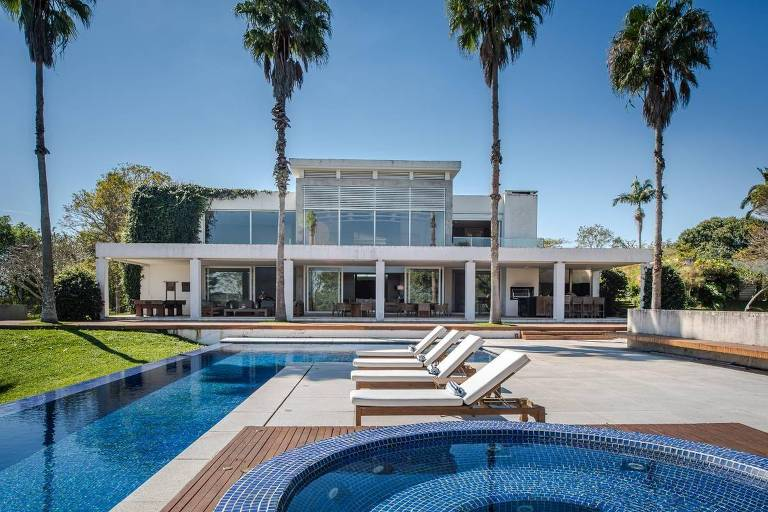 Casa de Rubens Barrichello em Bragança está à venda por R$ 22 milhões