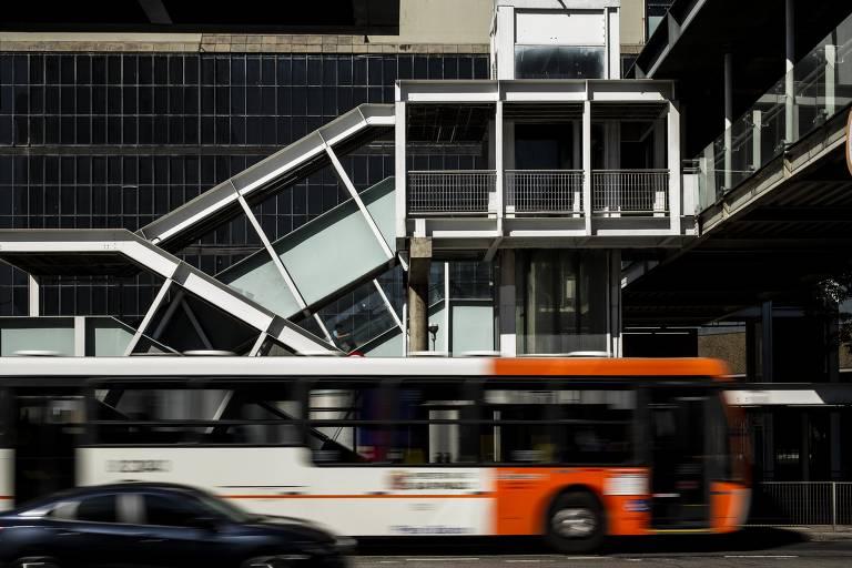 Sistema de ônibus tem novos contratos, mas erros do passado