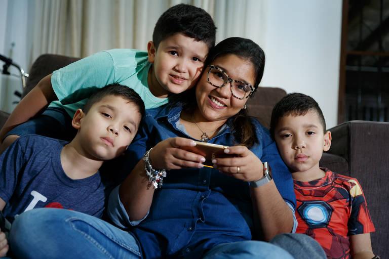 Mães viciadas em tecnologia
