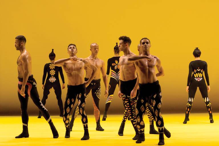 Bailarinos do Grupo Corpo em 'Gil', espetáculo inspirado em músicas do compositor baiano