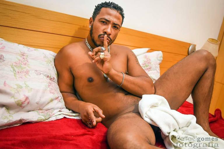 Ator pornô Nego Catra investe em palestras e acessório para ginástica peniana