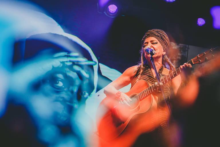 A cantora Alzira E em homenagem ao legado de Itamar Assumpção