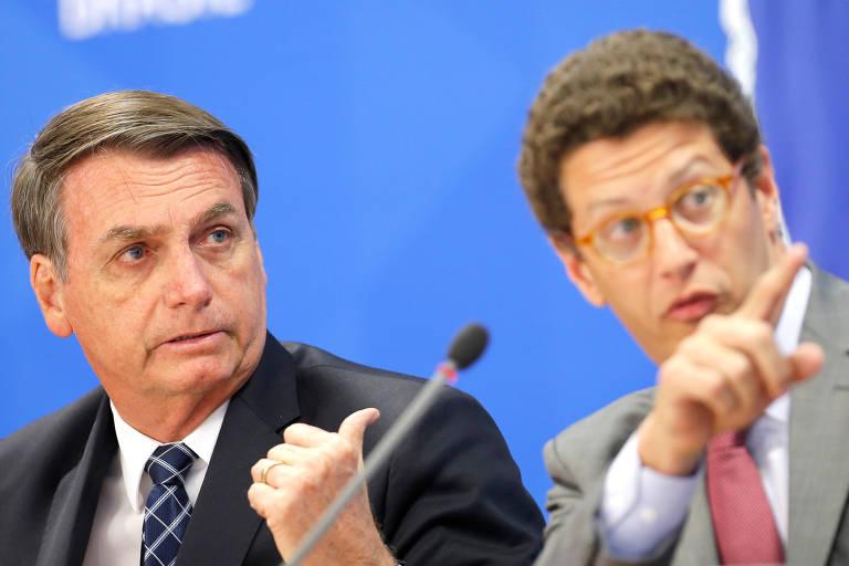 Presidente Jair Bolsonaro e o ministro do Meio Ambiente, Ricardo Salles, apontam em direções opostas