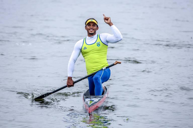 Isaquias Queiroz no primeiro dia da canoagem velocidade no Pan de Lima