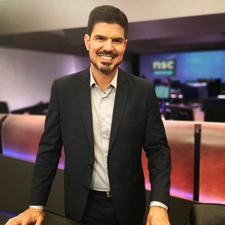 O apresentador Fabian Londero da NSC, filiada da Globo