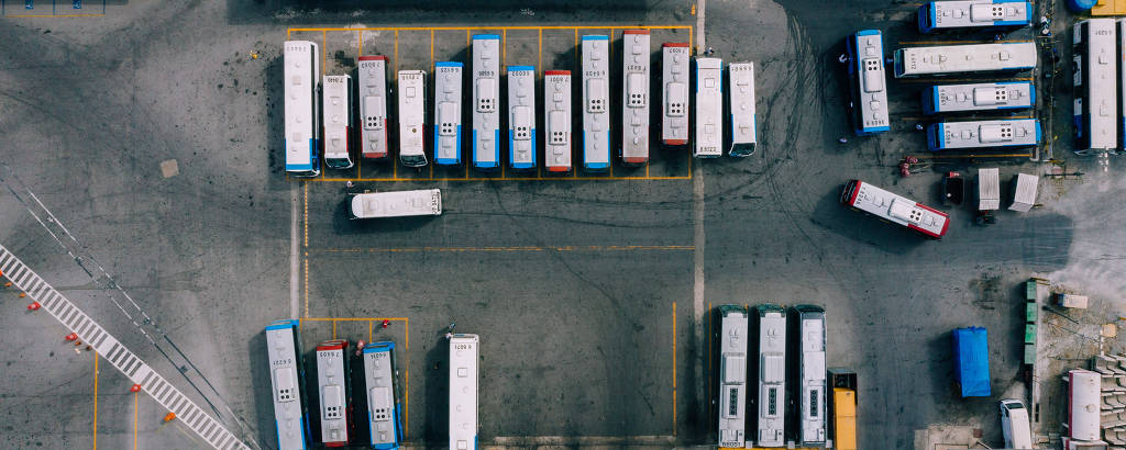 Garagem da empresa Transwolff, que surgiu das lotações e hoje tem uma das maiores frotas
