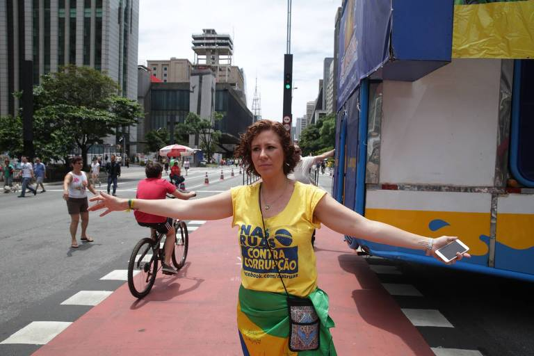 Bolsonarista, Carla Zambelli se une à esquerda de Freixo por maconha medicinal