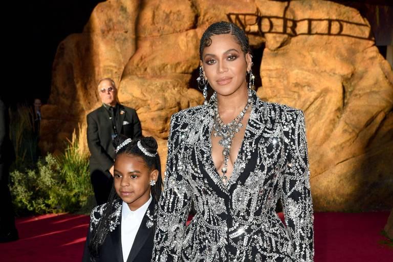 Blue Ivy Carter e Beyoncé na premiere de Rei Leão em Hollywood, Califórnia
