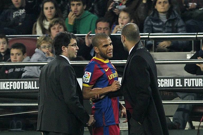Daniel Alves conversa com Pep Guardiola em partida do Barcelona (ESP) contra o Málaga (ESP)