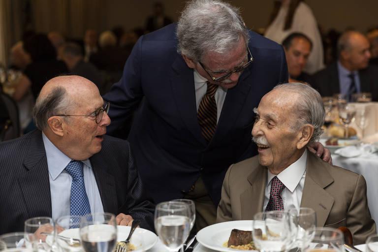 O jurista Miguel Reale Júnior e os advogados Antonio Mariz de Oliveira e Mário Sérgio Duarte Garcia