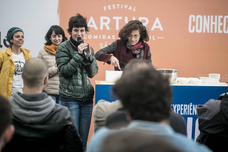 A chef do Maní, Helena Rizzo, fala sobre o aprendizado multidisciplinar da gastronomia durante aula no Festival Fartura