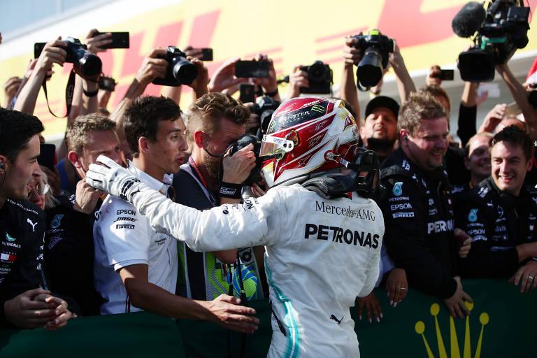Lewis Hamilton comemora sua vitória no GP da Hungria