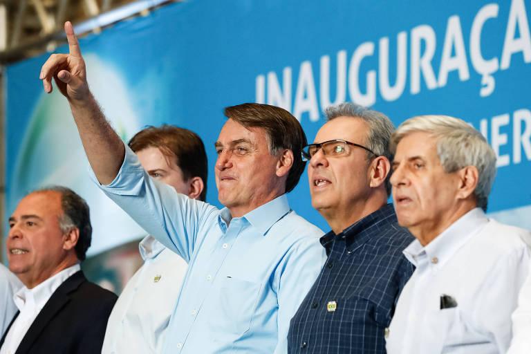 Bolsonaro acena para espectadores durante inauguração de usina fotovoltaica em Sobradinho (BA) nesta segunda (5)