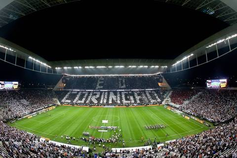 Doria cede a pressão de clubes e anuncia volta da torcida aos estádios em outubro