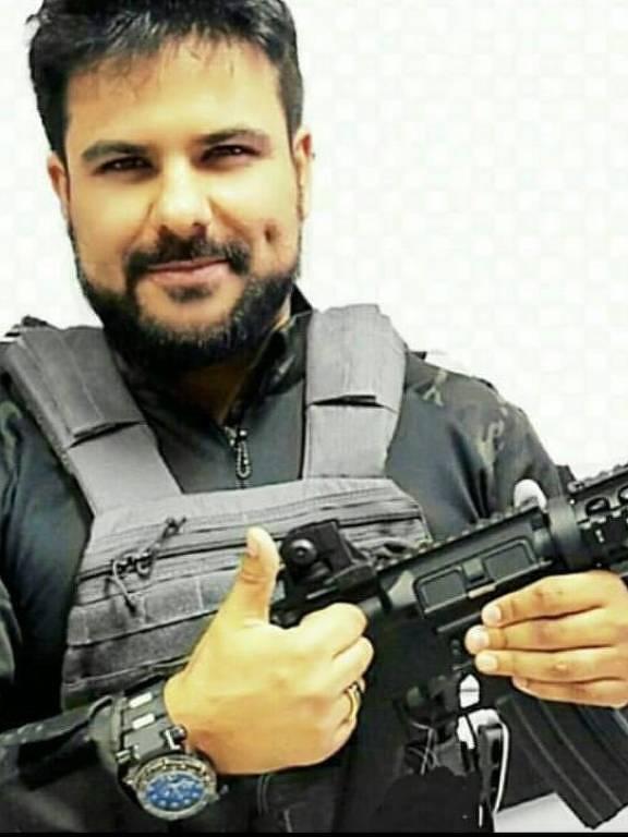 Daniel Lopes da Silveira, 38, andava armado todos os dias, segundo as mulheres, e retirava as pontas de armas de airsoft