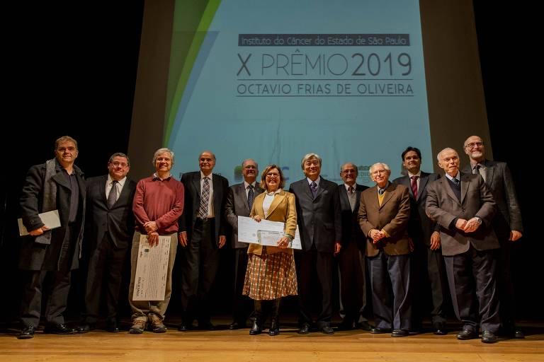 Ganhadores e indicados ao Prêmio Octavio Frias de Oliveira, realizado no Teatro da Faculdade de Medicina da USP