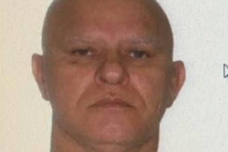 3x4 de homem careca, branco, com cerca de 50 anos