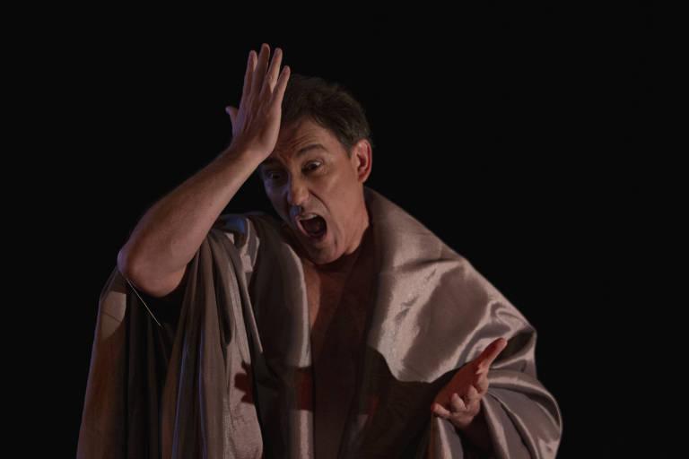 Veja fotos da peça 'Francesco'