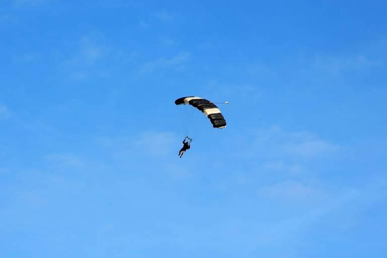 Voo de paraquedas