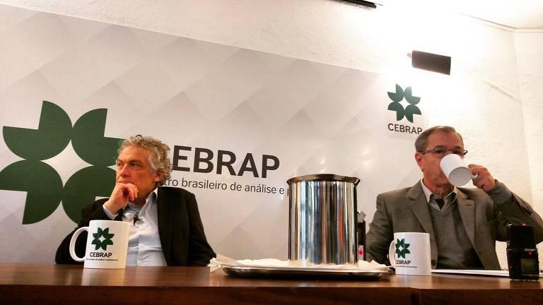 Os professores Ricardo Paes de Barros e José Marcos da Cunha em debate sobre o censo 2020, no Cebrap