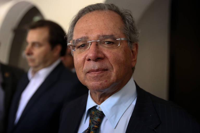 Ministro da Economia Paulo Guedes fala com a imprensa após almoço na residencia oficial do Senado