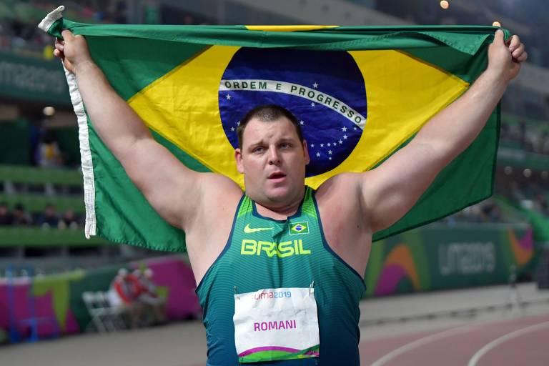 Darlan Romani celebra a conquista da medalha de ouro em Lima