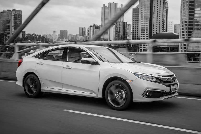Honda Civic muda visual e ganha nova versão de entrada