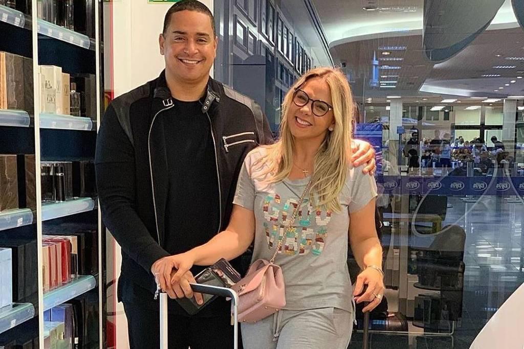 Carla Perez e Xanddy celebram 18 anos de casados e fazem viagem chique para Dubai
