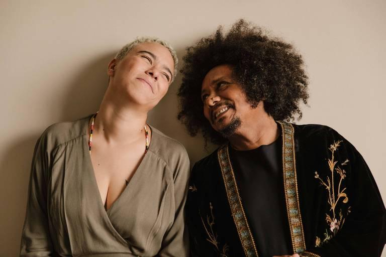 Os cantores Maria Gadú e Chico César