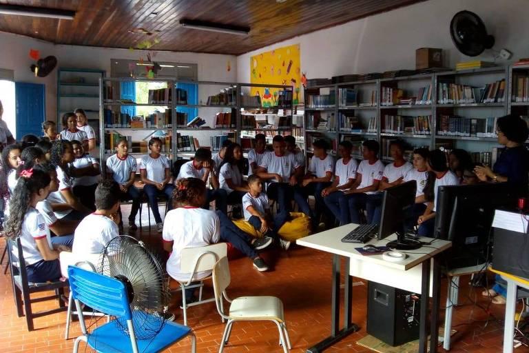 Projeto de formação digital desenvolvido em biblioteca pela ONG Recode em biblioteca no Maranhão