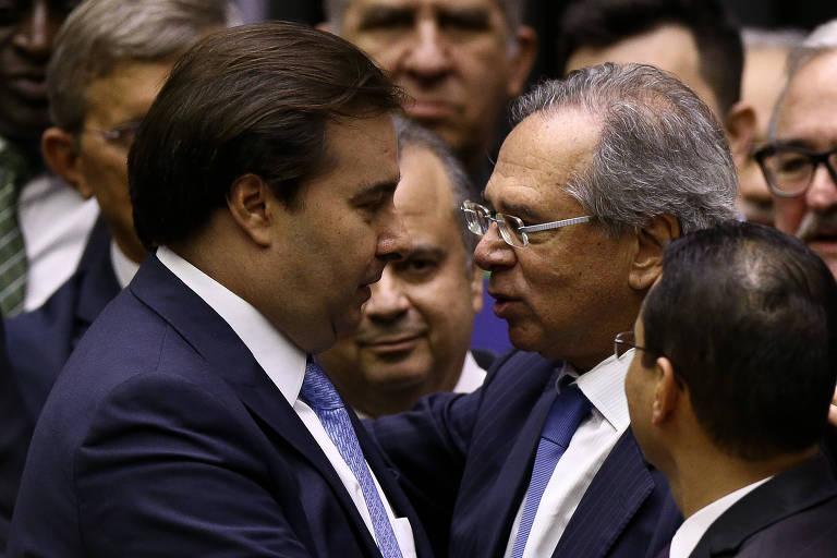 Rodrigo Maia com Paulo Guedes, durante a votação da reforma da Previdência, nesta quarta (7)