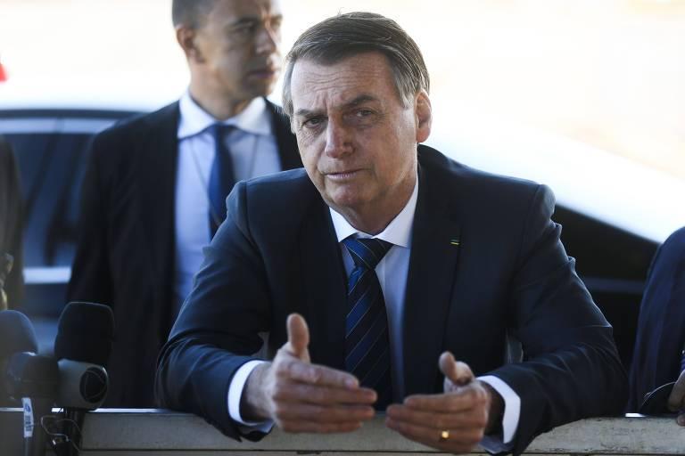 O presidente Jair Bolsonaro ao sair do Palácio da Alvorada