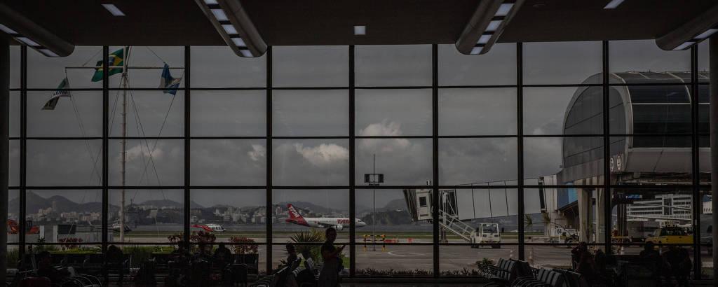 Vista interna do aeroporto Santos Dumont, no Rio de Janeiro
