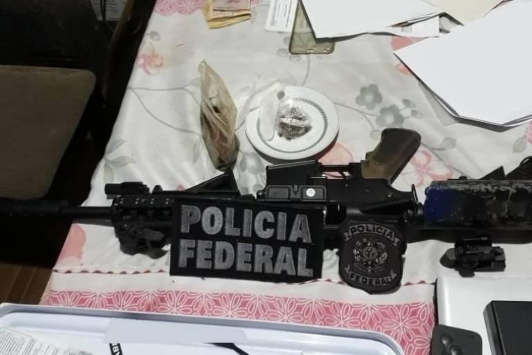 Fuzil apreendido na casa de um dos alvos da operação Caixa-Forte em Curitiba