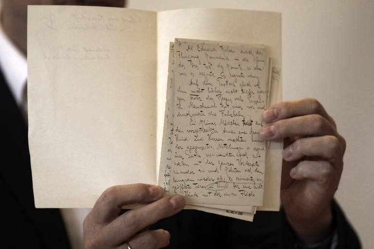 Veja manuscritos inéditos de Franz Kafka