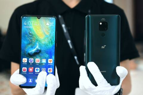 (190727) -- BEIJING, July 27, 2019 (Xinhua) -- A staff member presents Huawei Mate 20 X (5G) mobile phone at the launching ceremony in Shenzhen, south China's Guangdong Province, July 26, 2019. The smartphone, powered by the Balong 5000, Huawei's first 7nm multi-code 5G chipset with the Kirin 980, is currently the world's only dual-mode 5G cellphone that supports standalone/non-standalone (SA/NSA) simultaneously. (Xinhua/Mao Siqian)