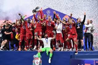 Jogadores do Liverpool comemoram título da Champions League 2018/2019