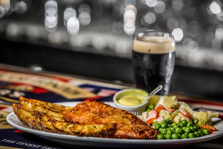 O prato de peixe com fritas segue tradicional receita irlandesa