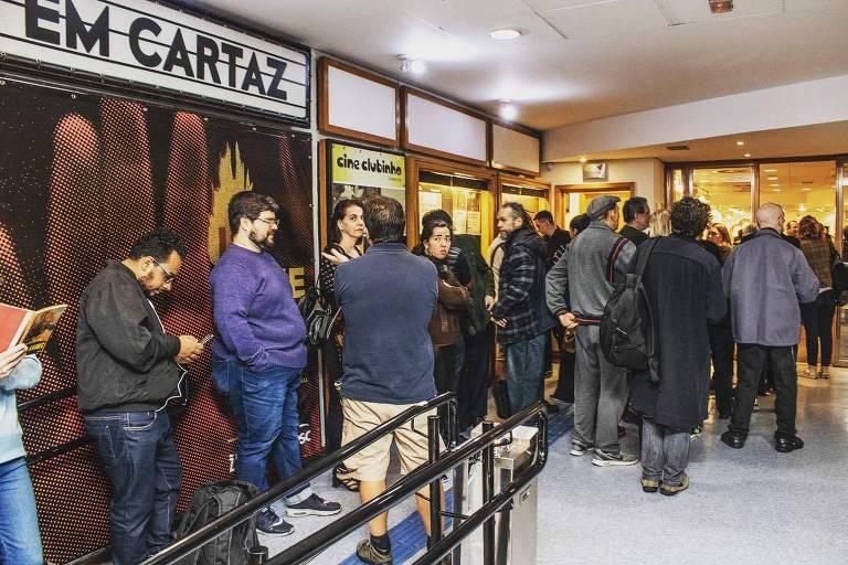 Pessoas formam fila no Cinesesc, em São Paulo, para assistir aos filmes do Indie Festival 2018