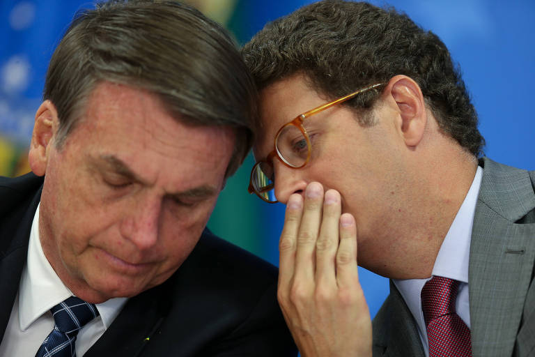 O presidente Jair Bolsonaro, acompanhado do ministro Ricardo Salles (Meio Ambiente) durante coletiva de imprensa para falar sobre os dados de monitoramento de desmatamento do país, no Palácio do Planalto