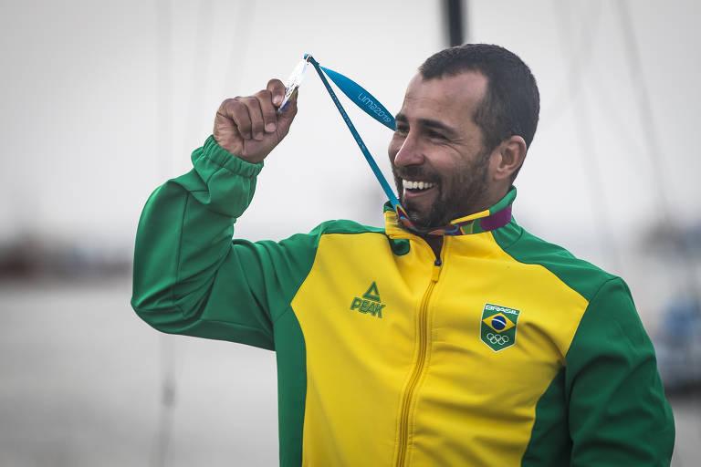 O velejador brasileiro Bruno Fontes ficou com a medalha de prata da classe laser nos Jogos Pan-Americanos de Lima-2019, no Peru