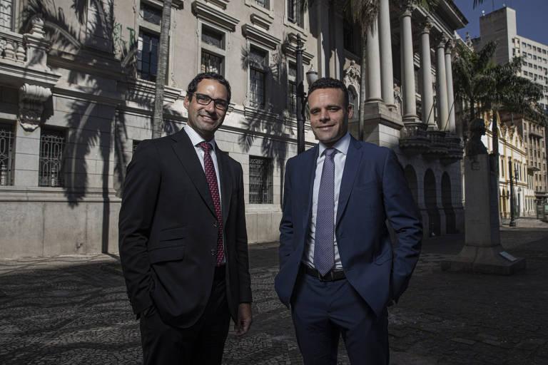 Os advogados Pedro Souza e Kleber Zanchim, à frente de mobilização para bancar câmeras e reforma da fachada na Faculdade de Direito da USP