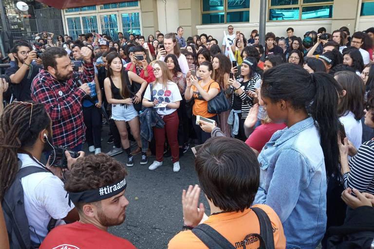 Evento em auditório do IFPR foi cancelado e Boulos falou aos estudantes e professores na rua