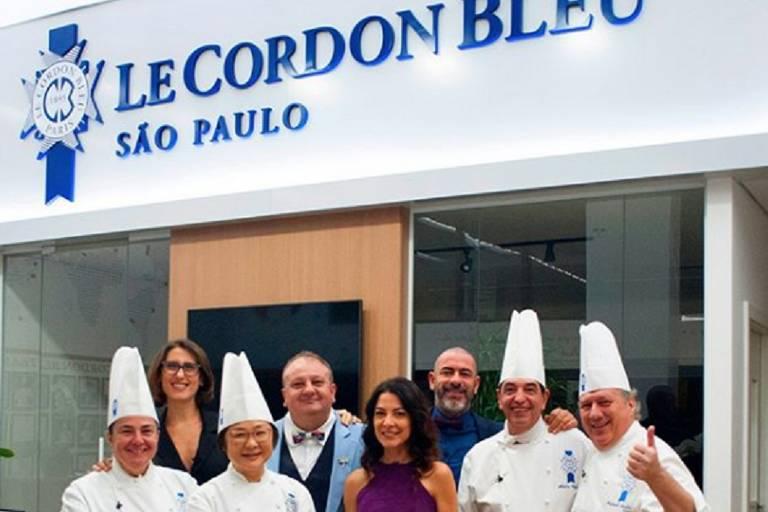 Ana Paula Padrão, jurados do MasterChef Brasil e professores da escola Le Cordon Bleu em gravação
