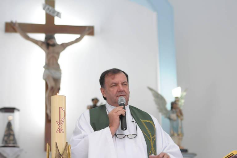 Padre Ticão em missa na Paróquia São Francisco de Assis, em Ermelino Matarazzo
