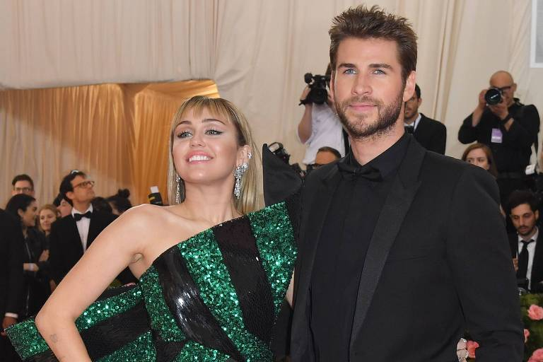 Miley Cyrus e Liam Hemsworth no baile de gala do Met (Metropolitan Museum of Art), em maio deste ano